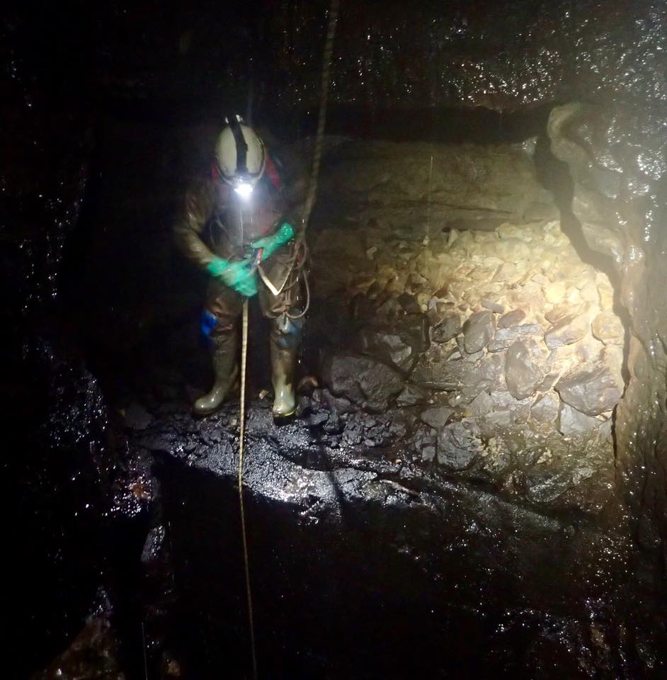 Disconnecting from the  rope in a small chamber at approximately 38 meters depth